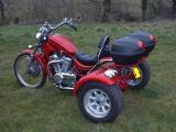 VS 800 trike with top boxes